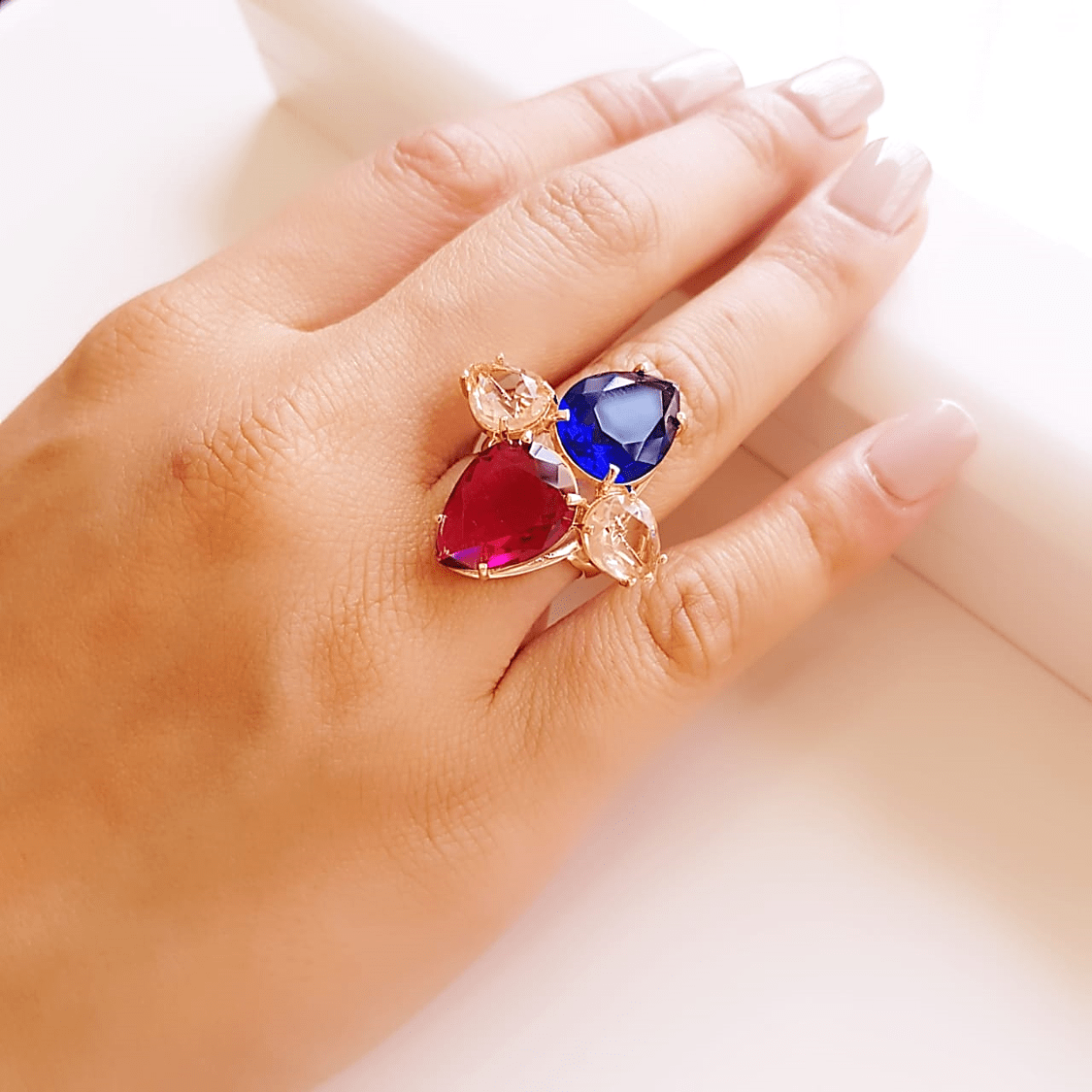 Anel cristais multicolor - modelo Charlote 4 , gotas invertidas