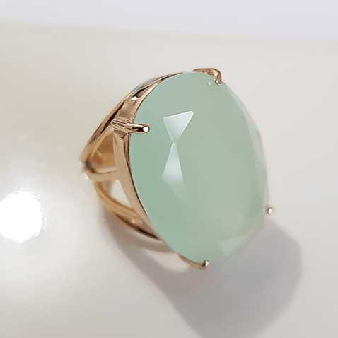 Anel pedra cristal oval verde leitoso