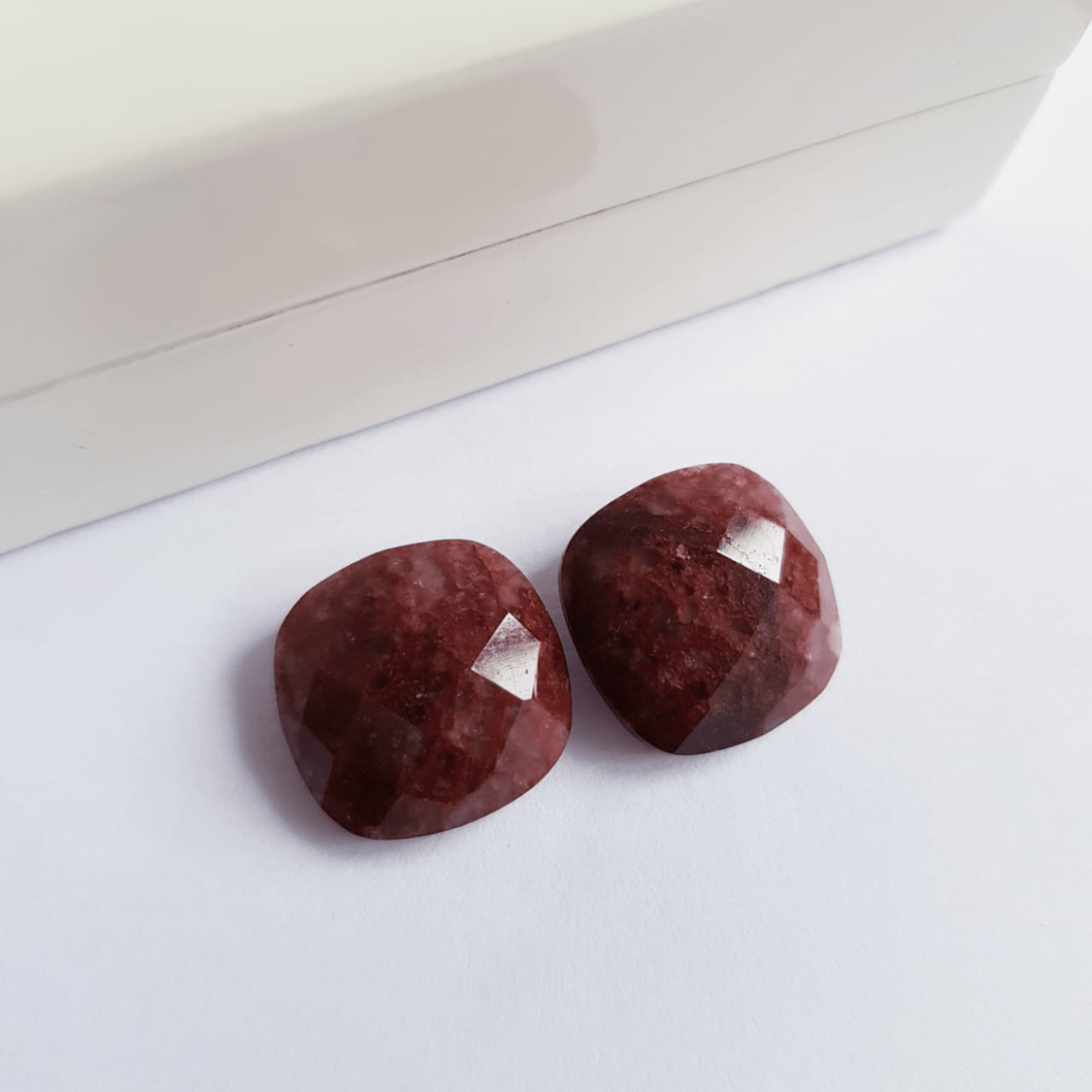 2-Brinco pedra natural quartzo marrom -formato quadrado