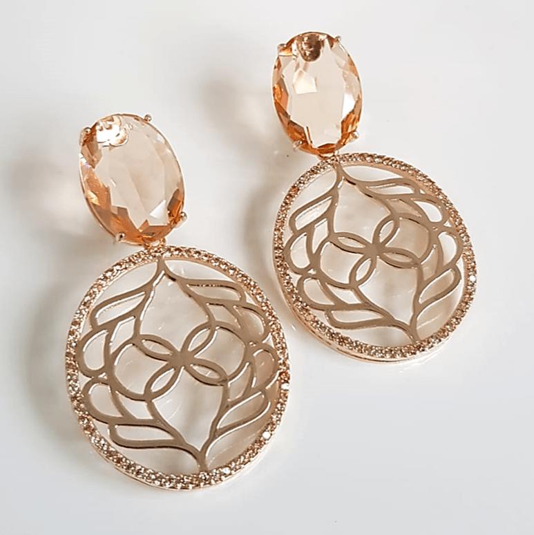 Brinco de cristal com desenho vazado e zircônias 2