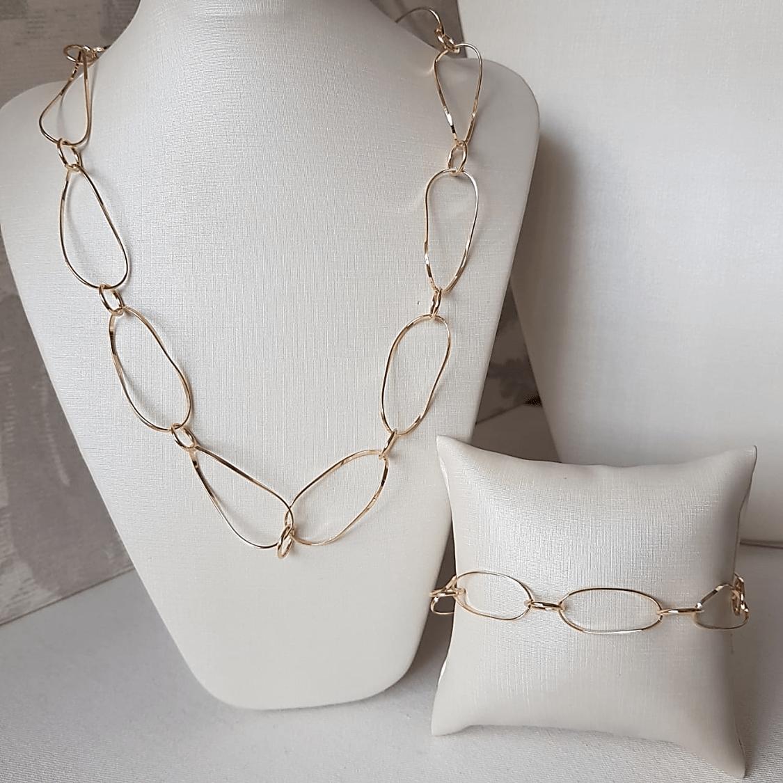 Conjunto colar e pulseira de elos leves dourados