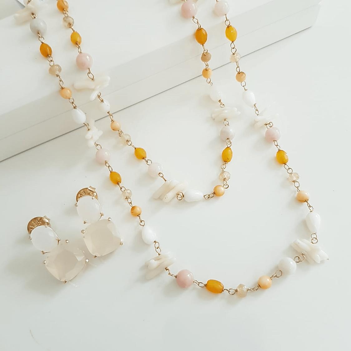 Conjunto Bella - colar longo tom amarelo e par de brincos cristal leitoso