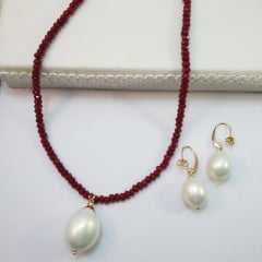 Conjunto de colar pedra natural vermelha e brinco de pérola
