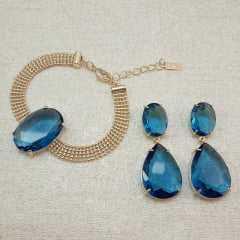 conjunto de pulseira corrente malha fita com pedra oval e par de brincos - azul