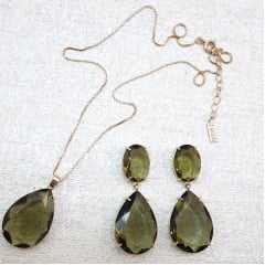 Conjunto de colar corrente curta com pingente e par de brincos - cristal verde oliva