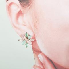 Conjunto de cristais multicolor e zircônias -verde