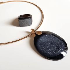 Conjunto Singular - pedra natural drusa ágata negra - colar e anel  -modelo 3