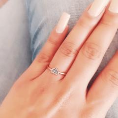 Anel de coração com zircônias azul safira