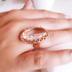 Anel de cristal  oval com detalhe vazado