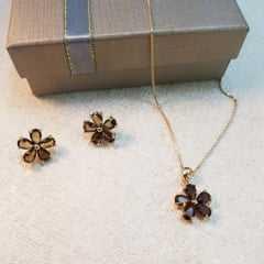 conjunto de colar curto com brinco - cristal cor marrom fumê