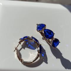 Brinco argola de cristal azul safira light