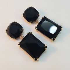 Brinco cristal negro formato retangular