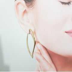 brinco argola dourada - formato de folha