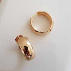 brinco argola dourada  8x22mm