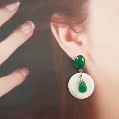 Brinco cristal verde com madrepérola
