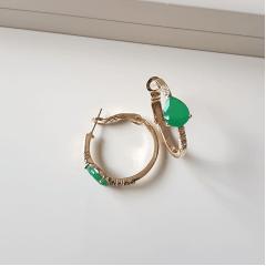 1-Brinco de argola - modelo Júlia - com cristal verde esmeralda e zircônias - 25mm