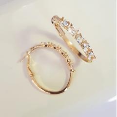 Brinco de argola com cristais white