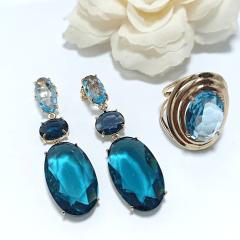 Brinco longo de cristais azuis