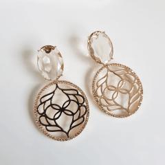 Brinco de cristal com desenho arabesco vazado e zircônias 3
