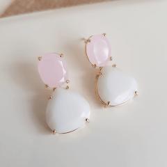 Brinco de cristal rosa leitoso e branco
