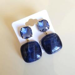 Brinco de pedras  naturais sodalita e cristal lavanda