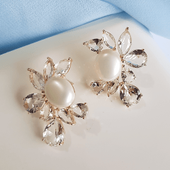 Brinco Della Flora com pérola e  cristais white