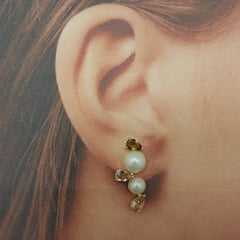 Brinco earcuff delicado com pérolas e cristais