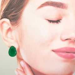 Brinco botão cristal verde esmeralda-gota