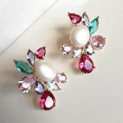 1-Brinco Della Flora com pérola e  cristais multicolor - rosa turmalina