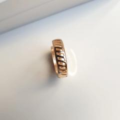 Brinco argola 18x4,5mm com zircônias