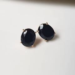 Brinco botão de cristal preto ônix 8x10mm