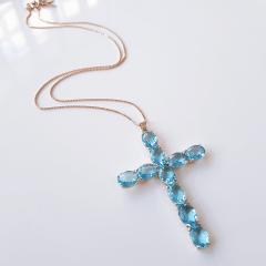 1-Colar curto com pingente cruz de cristais azul aquamarine