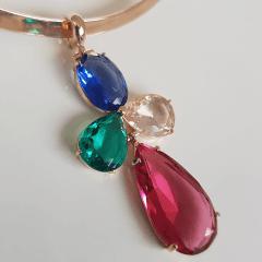 Colar aro aberto com pingente cristais multicolor