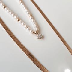 Colar duplo com corrente diamantada e pérolas