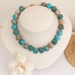 Colar pedras naturais turquesa mesclada