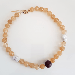 cor rutilo - colar curto todo em pedras naturais - cristal rutilado , pérola e jade rubi