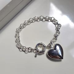 Pulseira de corrente de elos com pingente coração  - prateada
