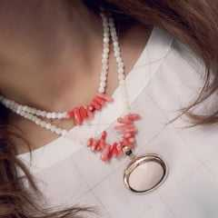 colar curto pedras naturais - 2 voltas  - pingente cristal oval deitado