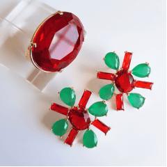 Brinco cristais verde esmeralda e vermelho rubi - formato flor
