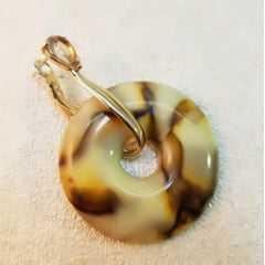 Conjunto de brinco em resina donut e anel