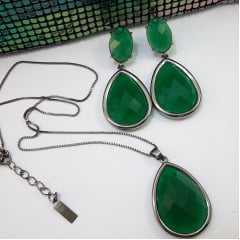 Brinco e Colar Conjunto curto com pingente cristal gota - cor verde esmeralda: Conjunto