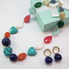 1 - Conjunto colar curto e par de brincos de  pedras naturais