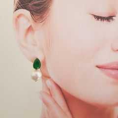 Conjunto de pérola shell e cristal verde esmeralda