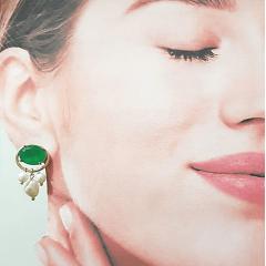 Conjunto Bella de pérolas em cacho e cristal verde esmeralda