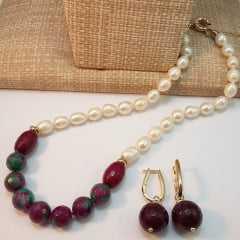 Conjunto colar de pérolas e pedras naturais ágata melancia e par de brincos