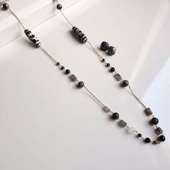 Conjunto colar longo e brinco de pedras naturais