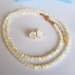 Colar delicado de madrepérola e brinco de cristal