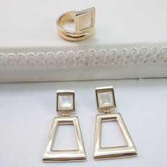 conjunto de brinco geométrico com anel