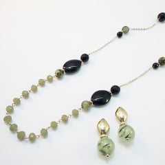 Brinco e Colar longo amarração - cor verde peridoto e preto / brinco de bola: conjunto