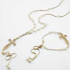 Conjunto de colar longo em Y com pérolas Faux  e pingente de cruz cravejado - com pulseira ajustável
